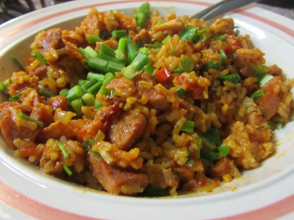 أرز الدجاج واللحم والسجق