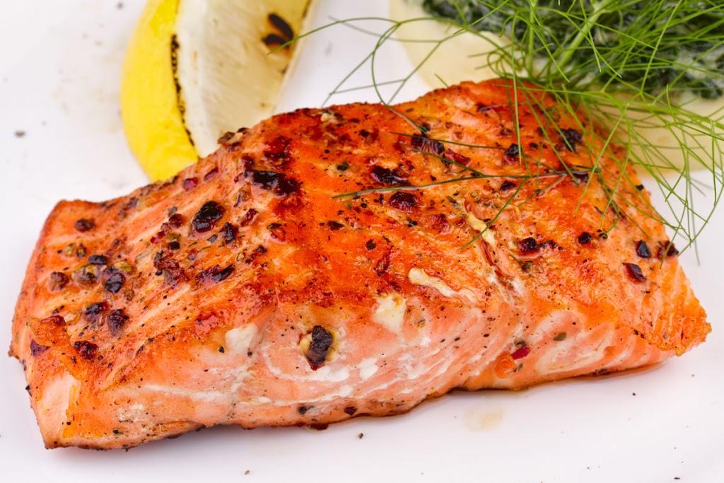 سمك السالمون المشوي بالليمون