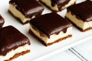 حلى مربعات الشوفان بالشوكولا