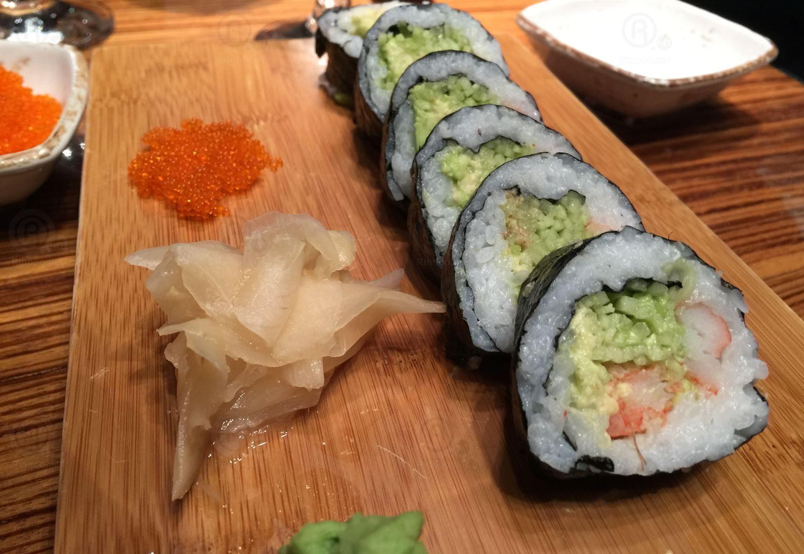 سوشي بالأفوكادو