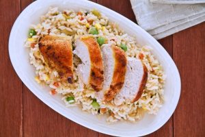 صدور الدجاج مع الأرز