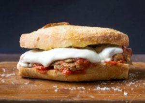 خبز شاباتا مع كرات اللحم