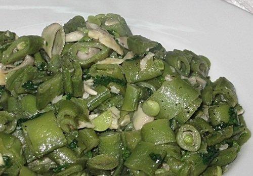 الفول الأخضر المقلى بالزيت