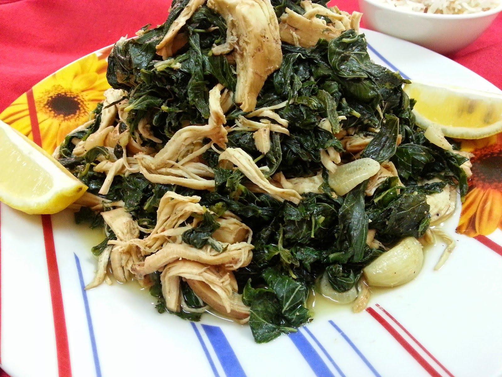 الملوخية بالدجاج والأرز