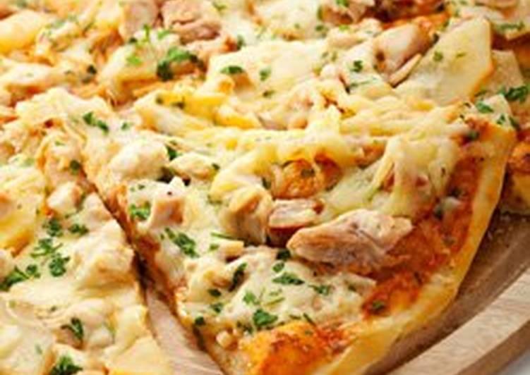 البيتزا بالدجاج والجبن
