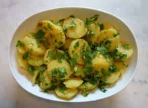 سلطة البطاطس بالبقدونس