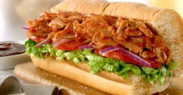 ساندويتش دجاج مع صوص الباربيكيو