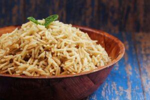 أرز بني باللوز