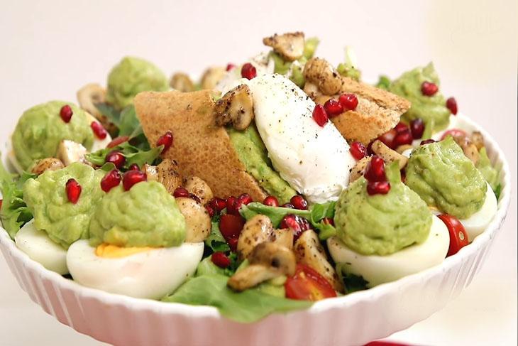 البيض مع الأفوكادو