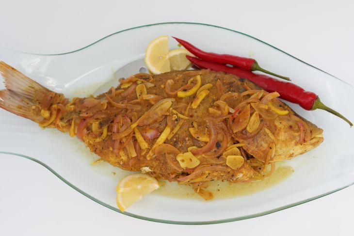السمك مع صلصة البصل