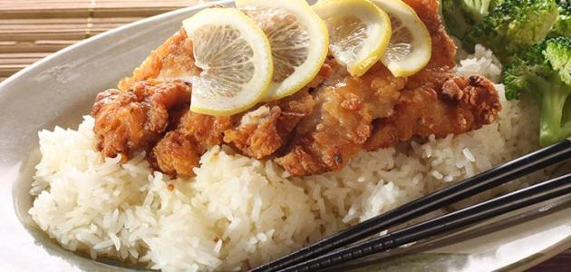السمك بالأرز المحمر -