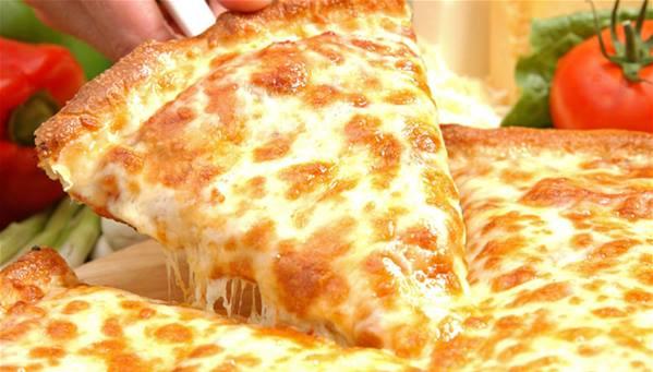 بيتزا الدجاج والأربعة أجبان