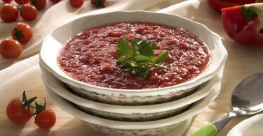 شوربة الطماطم والفليفلة الحمراء