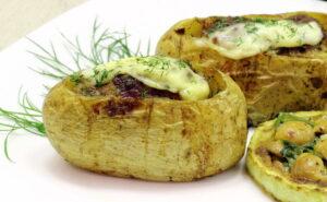 البطاطا المحشية بالبولونيز